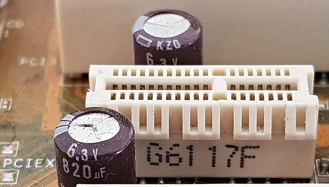 Asus P5B mit geplatztem Kondensator